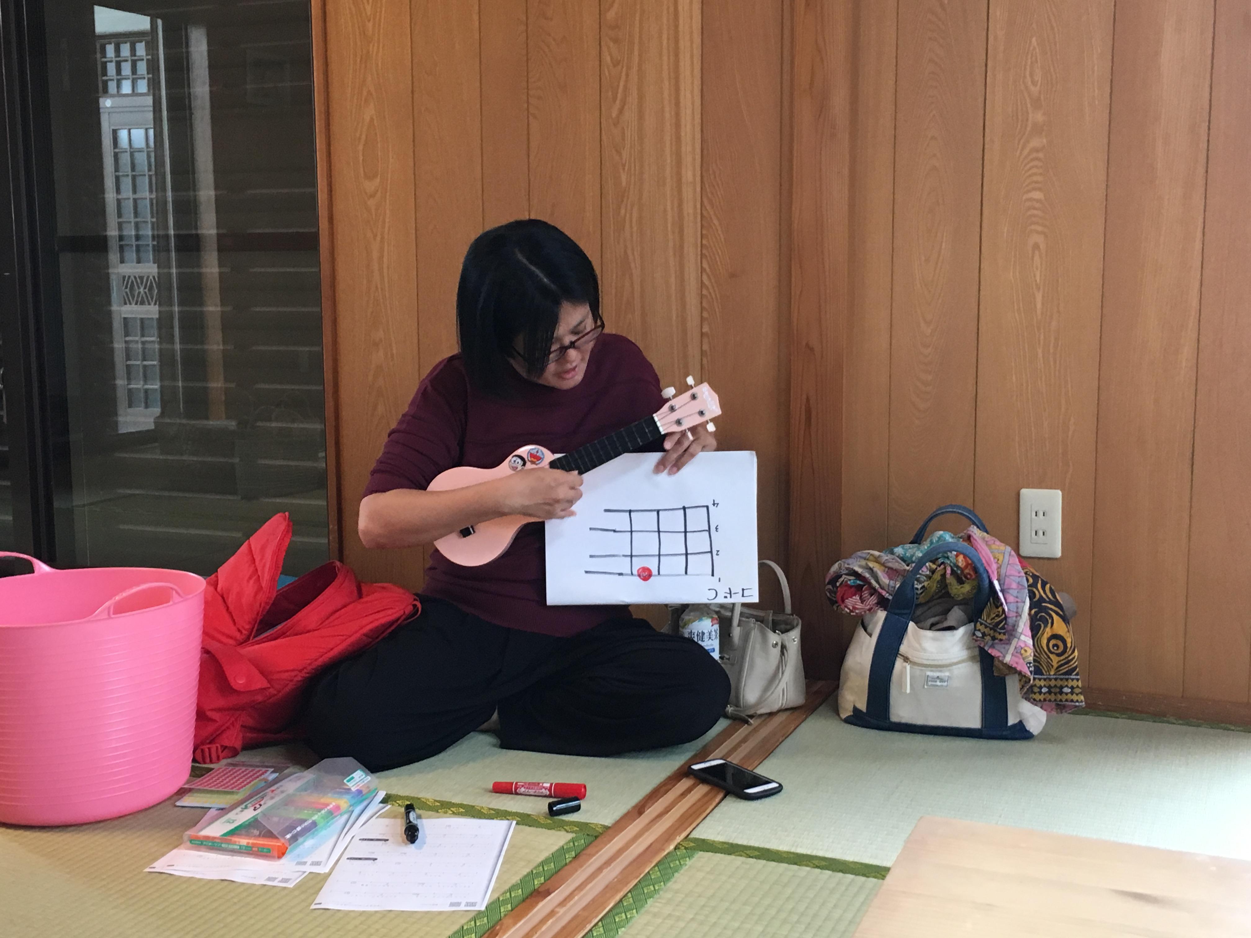 ウクレレ、沖縄県、八重瀬町、ドレミハウス、音楽教室、あべたみこ、阿部民子、声楽家、うた、ピアノ、サックス、英会話、
